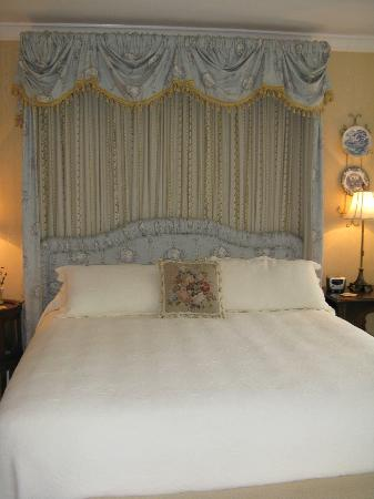 Pinebrook Manor B&B Inn: Beautiful room