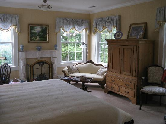 Pinebrook Manor B&B Inn: More of our beautiful room
