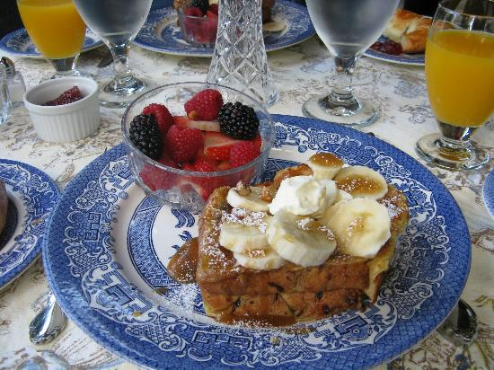 Pinebrook Manor B&B Inn: French toast with a twist breakfast!