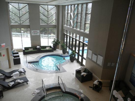 The Westin Resort & Spa, Whistler: Indoor outdoor pool