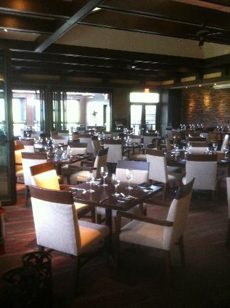 Predator Ridge Resort : The beautiful dining room with magnificent views