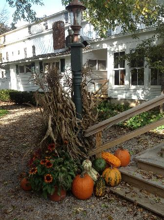Dorset Inn: Decorations for fall