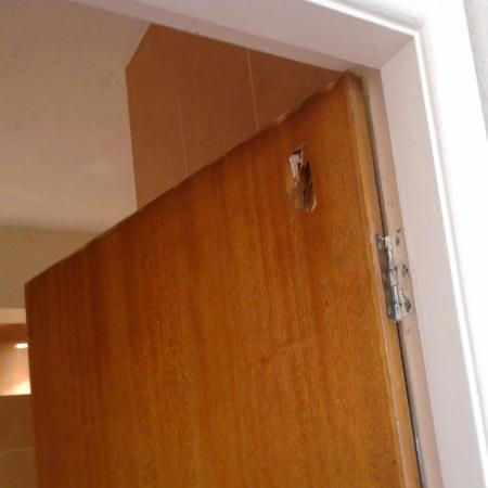 Stafford Hotel: Door didn't close or lock and had a hole