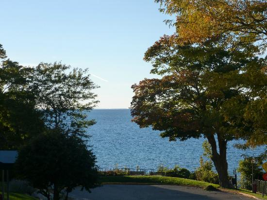 Weathervane Terrace Inn and Suites : view of Lake Michigan from our balcony