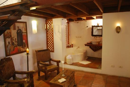Alfiz Hotel : The split level S:t Peter's Jr. suite