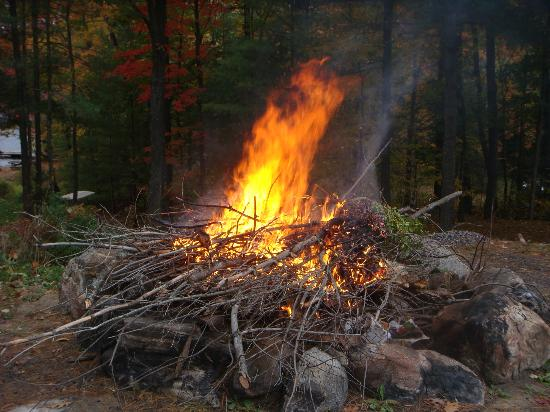 The Muskoka Rose Guest House and Retreat: Camp fire