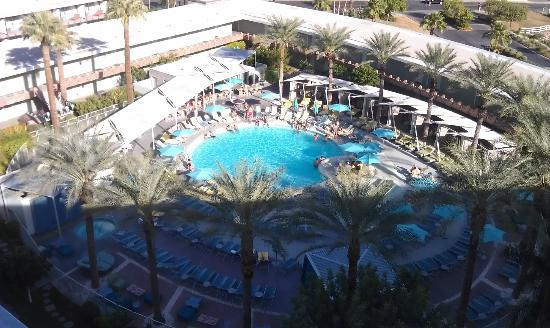Hotel Valley Ho: view of the pool from the rooftop