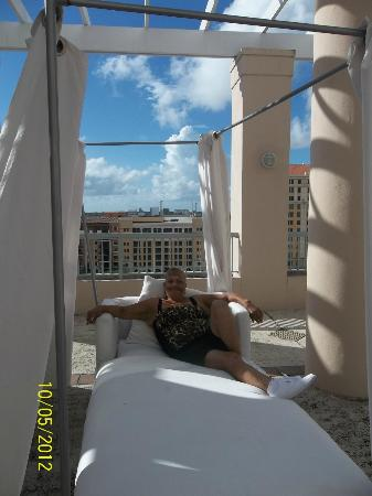 The Westin Colonnade Coral Gables: laying at the pool