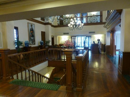 The Oberoi Cecil, Shimla: Hotel reception desk area