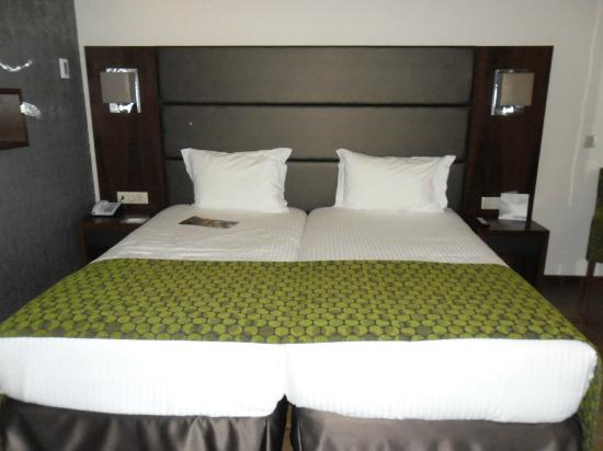 Eurostars Oporto: bed:)