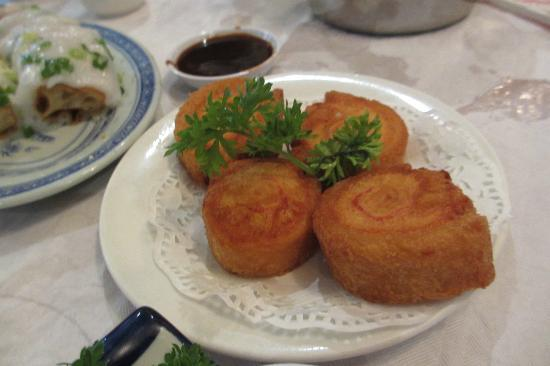 Tai Pan: fried fish roll