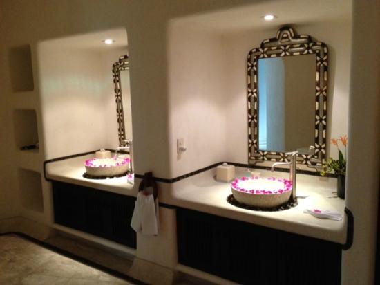 Tentaciones Hotel: Ana Catalina Restroom Vanity