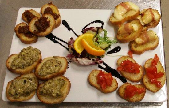 Vini e Sapori Ristorante a Genzano: Antipasto di bruschette miste