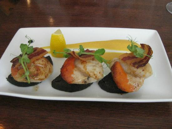 Black Cat: Scallops with black pudding, crispy bacon & a sweet potato puree