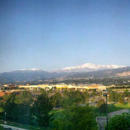 Homewood Suites by Hilton Colorado Springs North : View of Pikes Peak from my room!