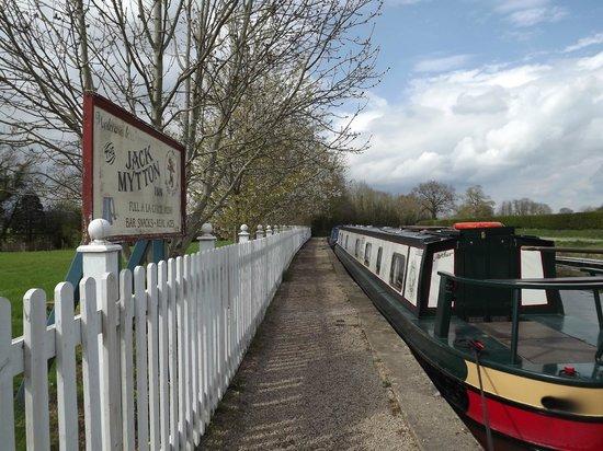 The Jack Mytton Inn: Moor your boat outside the pub.