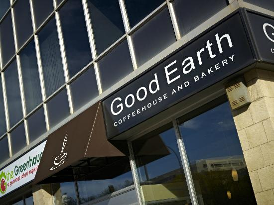 Campus Tower Suite Hotel: Good Earth Cafe in the Lobby