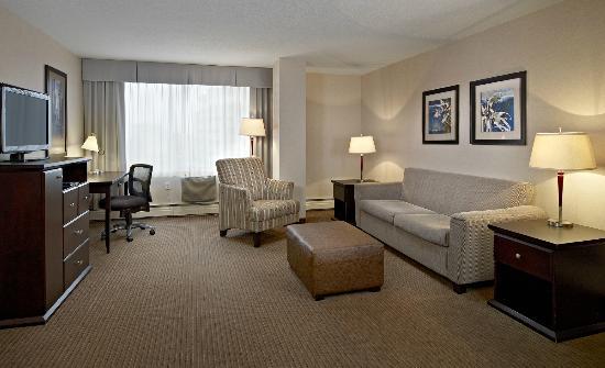 Campus Tower Suite Hotel: Premium 2 Bedroom Suite Living Area