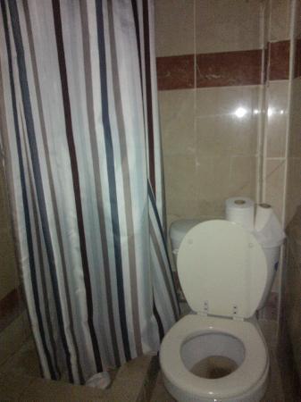 New York Inn: tenda doccia 
