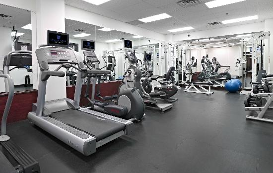 ‪كامبوس تاور سويت هوتل: Spacious Fitness Centre‬