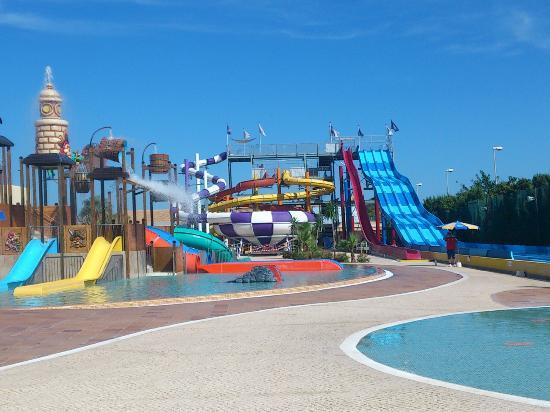 Sirenis Seaview Country Club: Waterpark 2