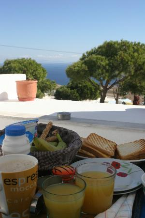 Afrodete Hotel : Breakfast in our balcony