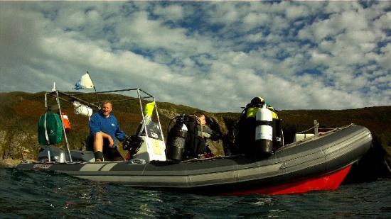 Atlantic Scuba: Divers going off of boat
