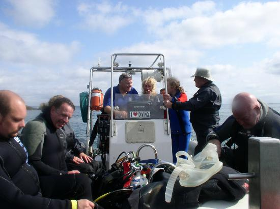 Atlantic Scuba: Divers on boat