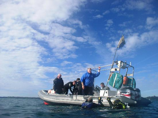 Atlantic Scuba: Divers getting back on the boat