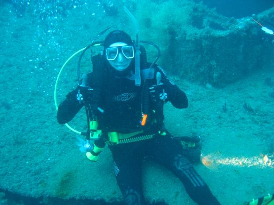 Olympus Dive Center: Two thumbs up to the Olympus Dive Shop