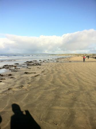 Sandhouse Hotel: morning walk on the beach