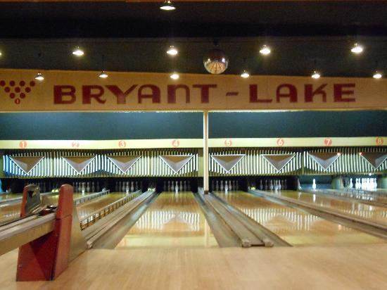 Bryant Lake Bowl and Theater : Bowling lanes