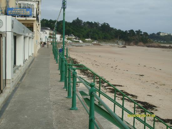 Pizza Express St Brelades: the walkway outside pizza express JERSEY