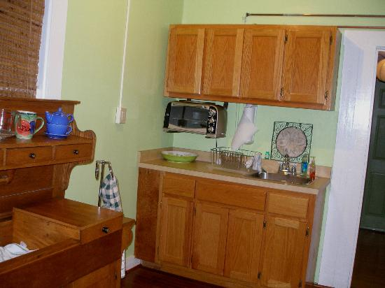Weaver's Rest Cottage: Kitchen