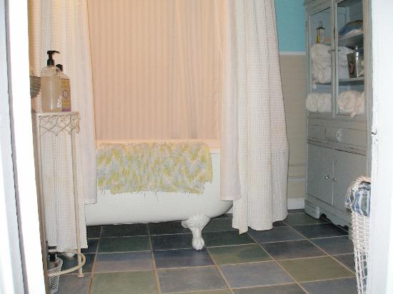 Weaver's Rest Cottage: bathtub was separate, off the bedroom