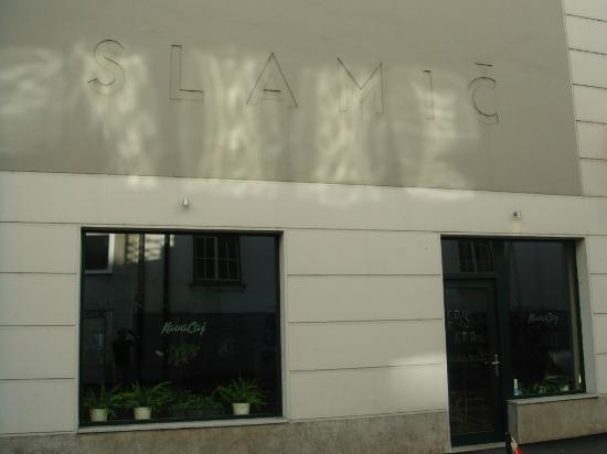 Slamic B&B: Fachada y café del B&B