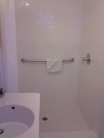 Hamlet Inn: Shower