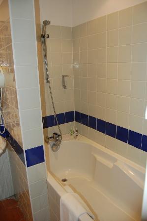 Les Ursulines : Nice updated shower