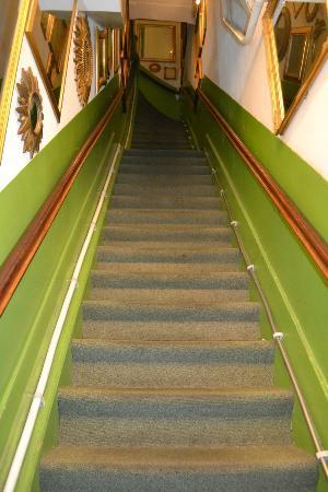 Hotel Pax: le scale che portano alle stanze