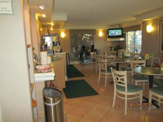 لاكوينتا إن دنفر أورورا: breakfast room