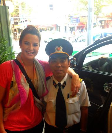‪‪Huong Sen Hotel‬: Hanging with the security‬