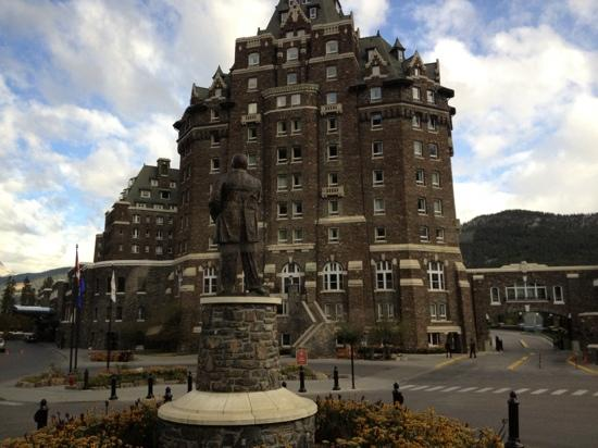 Fairmont Banff Springs: a cool place