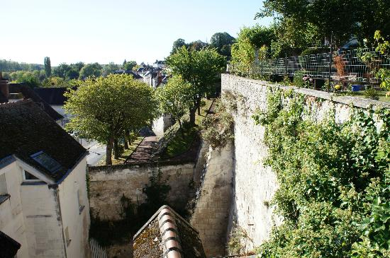 La Maison de l'Argentier du Roy: View of the remparts