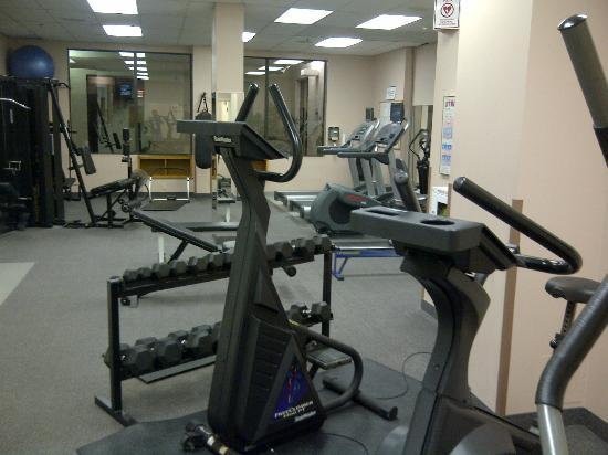 Four Points by Sheraton St. Catharines Niagara Suites: fitness room