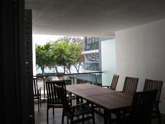 Maggies Beachfront Apartments : Apt 4 balcony
