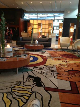 Sofitel Montreal Golden Mile: Hotel Lobby