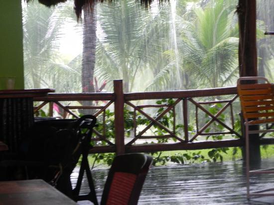Paradise Beach: Thunderstorm