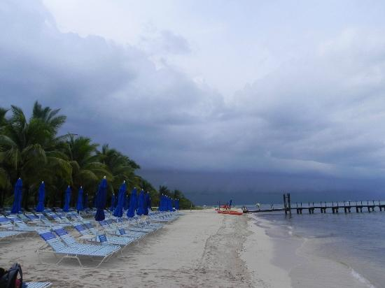 Paradise Beach: Storm is clearing out