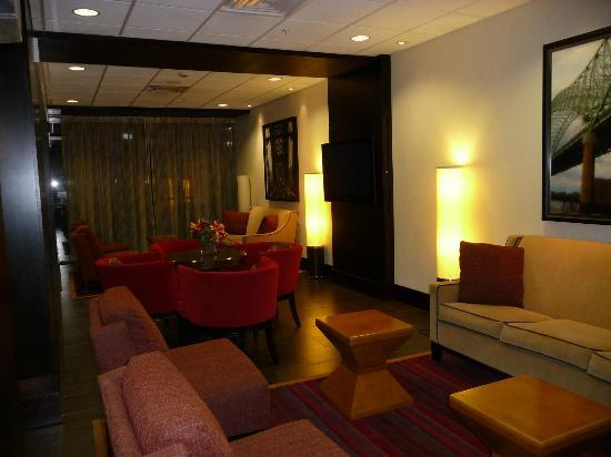 Four Points by Sheraton Memphis East: Lounge area in lobby