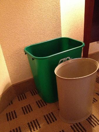 Crowne Plaza Houston River Oaks : Recycling supported.